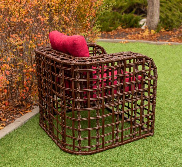 плетёное кресло с быльцами