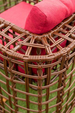 Плетение на мебели из ротанга для кафе