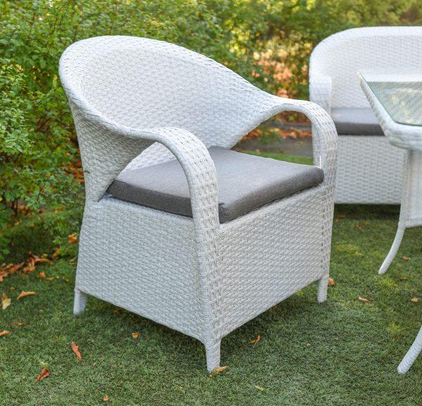 кресло плетёное с подлокотниками