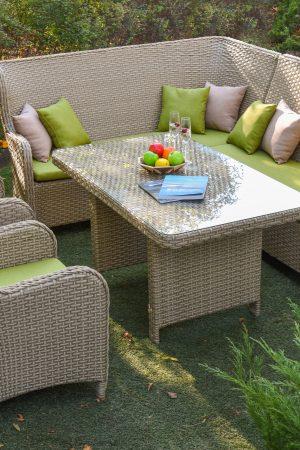 Стол кресла уголок беж с подушками салатовыми