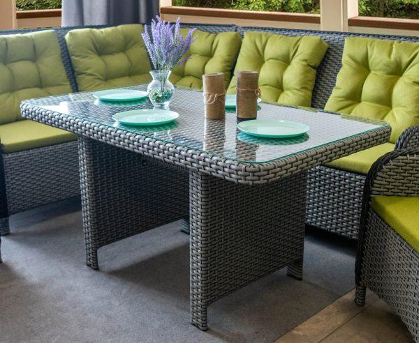 металеві меблі для відпочинку на вулиці