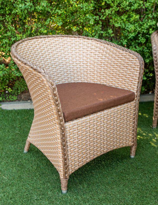крісло для відпочинку на вулиці
