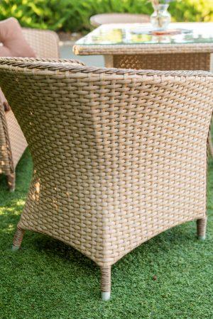 меблевий ротанг на садовому кріслі