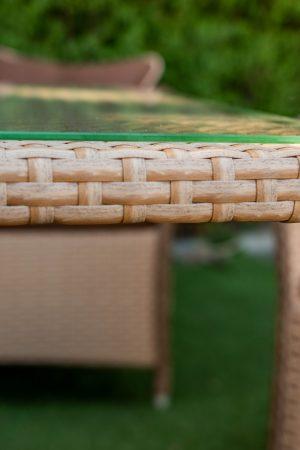 плетіння з ротангу на металевих меблях
