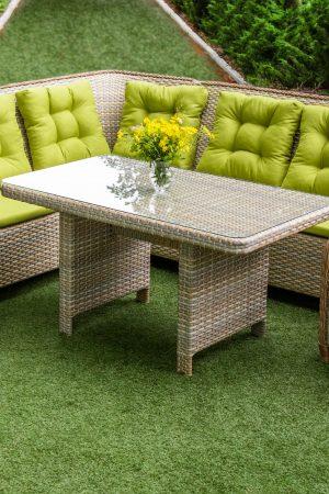 удобная и долговечная мебель для уличной беседки