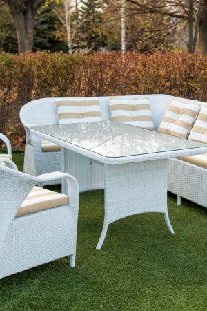 Красивый столовый комплект мебели из ротанга