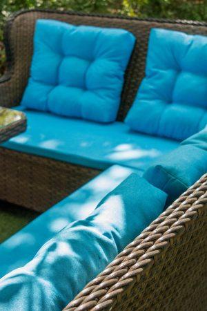 плетение красивое искусственным ротангом на мебели