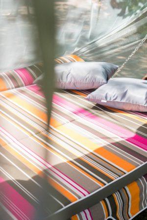 раскладной диван на садовой качеле ЮМК