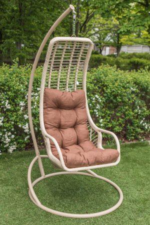 узкое подвесное кресло Лиго в тёплых тонах