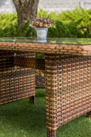 стол из металла с плетением ротангом