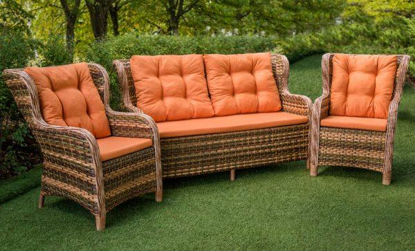 Диван с креслами плетёными в сад