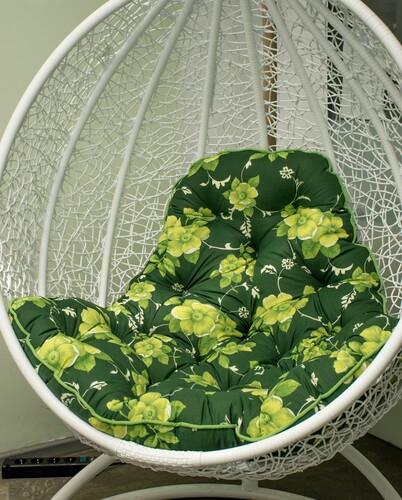 Салатовая на зелёном