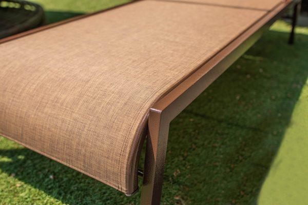 шезлонг из прочной текстиленовой ткани