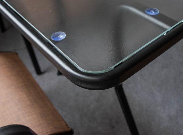стол из стали со стеклом
