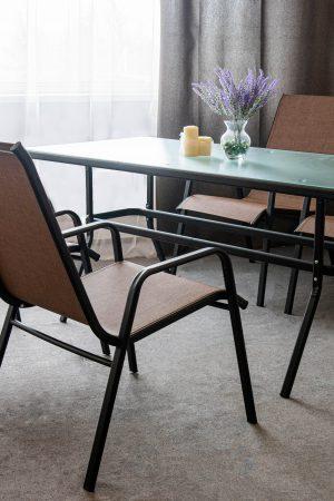 Стол и стулья из метала для дома и кафе