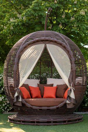 плетёный диван изротанга