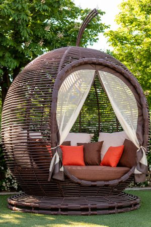 садовая беседка диван