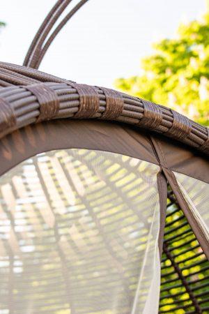 плетение искусственный ротанг на садовой беседке