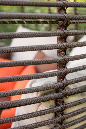 плетение рошен на садовой беседке