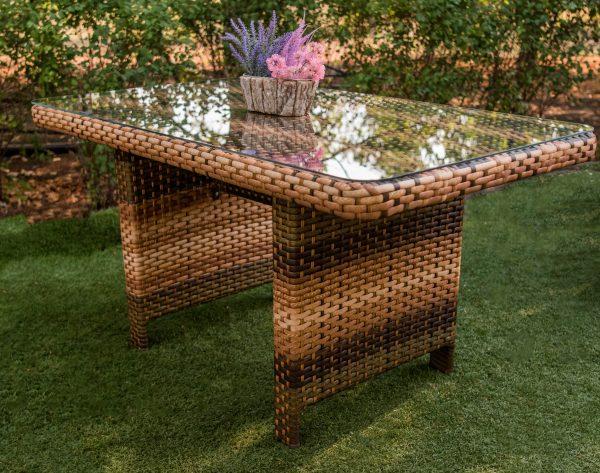 Металлический стол плетёный