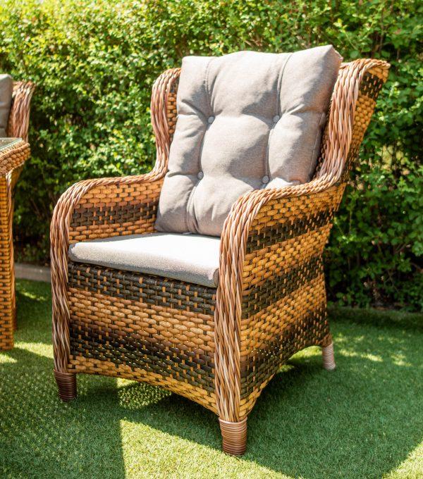 кресло кухонное плетёное с серой подушкой