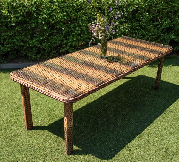большой плетёный стол из искусственного ротанга